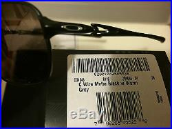 Neu Oakley C-Draht Sonnenbrille, Mattschwarz / Graue Linse, OO4046-04