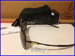 Nuovo Oakley Valentino Rossi VR46 Deviation Nero Lucido/Grigio Caldo, OO4061-10